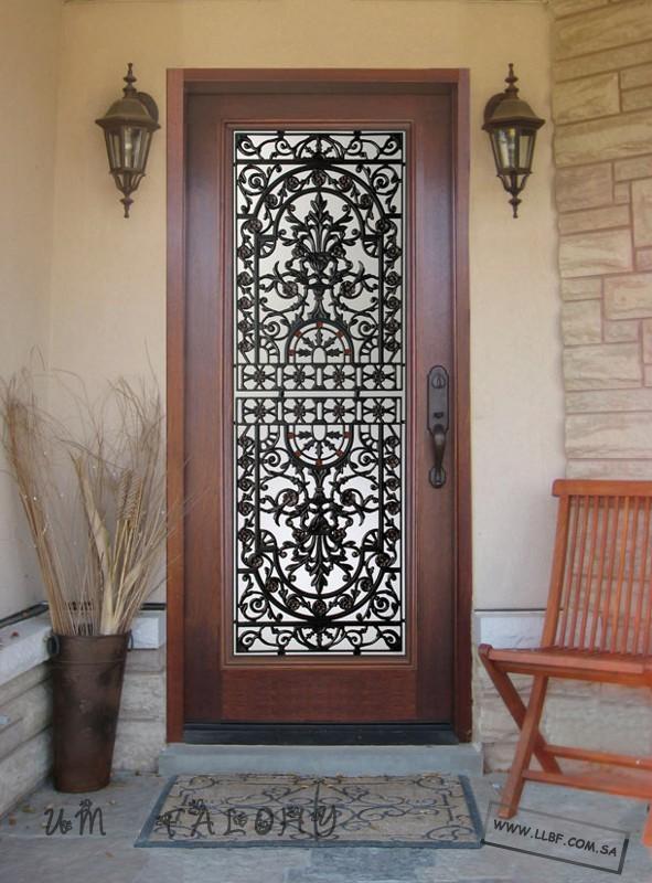 أبواب خشبية مطعمه بالحديد المشغول منتديات للبناء فنون